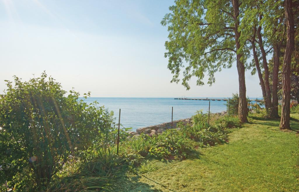 3346 Lakeshore Road West