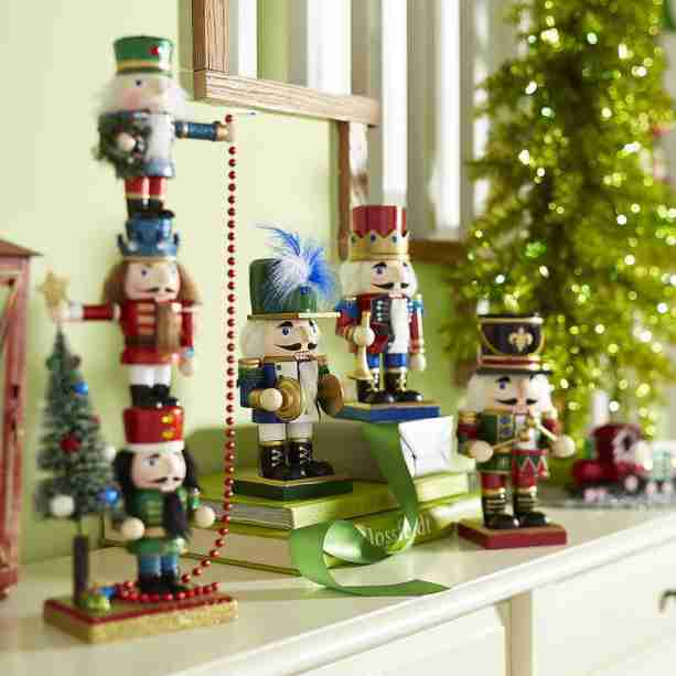 Sell Your Homes During the Holidays with These Styling Tips