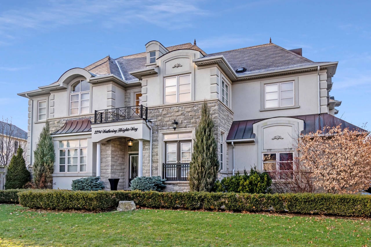 2294 Wuthering Heights Way